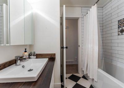 5132 214 St Langley BC V3A 5B7-large-023-9-Bathroom-1500x1000-72dpi