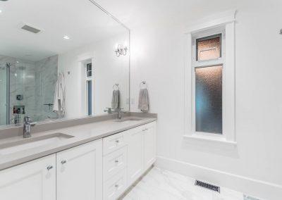 594 176 St Surrey BC V3S 9S6-large-018-2-Bathroom-1500x1000-72dpi